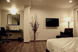 76564_005_Guestroom