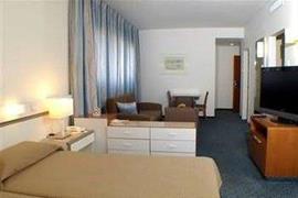 74023_002_Guestroom