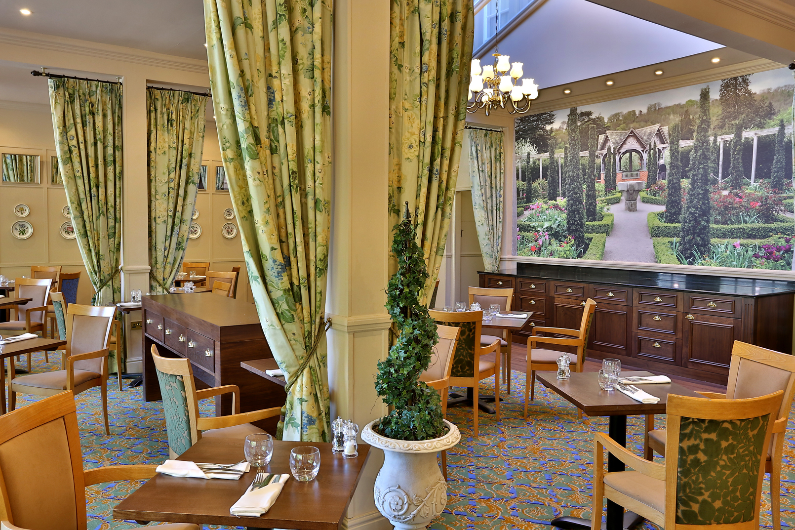 Best western reigate manor hotel for Dining room reigate