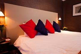 rose-and-crown-hotel-bedrooms-05-83792