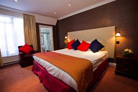 rose-and-crown-hotel-bedrooms-07-83792