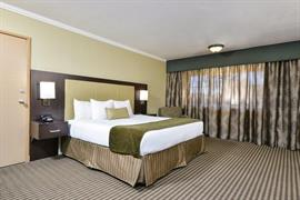 03074_002_Guestroom