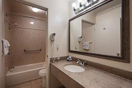 05330_006_Guestroom