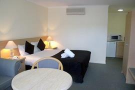 97310_004_Guestroom