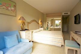 93702_003_Guestroom