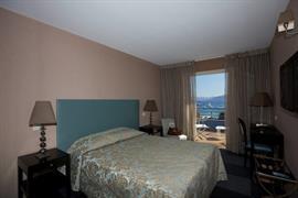 93702_004_Guestroom
