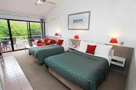 97276_002_Guestroom