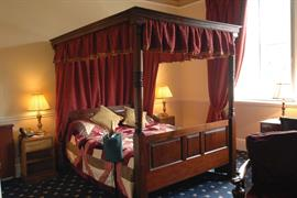 shrubbery-hotel-bedrooms-02-83752
