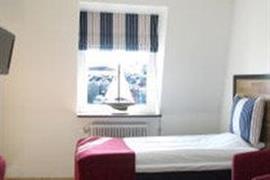 88101_005_Guestroom
