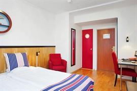 88101_007_Guestroom