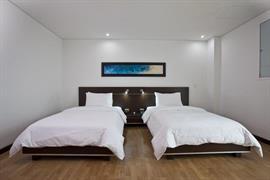 76419_005_Guestroom