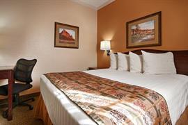 38083_005_Guestroom