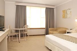 90782_006_Guestroom