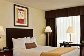 33110_004_Guestroom