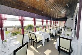 stade-court-hotel-dining-05-83840