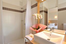 93607_002_Guestroom