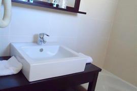 93607_005_Guestroom