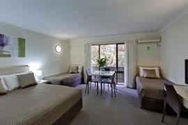 90940_006_Guestroom