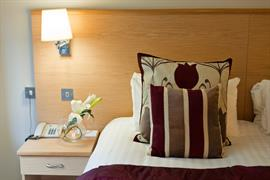 dartmouth-hotel-golf-and-spa-bedrooms-01-83978