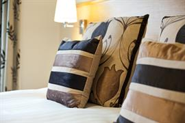 dartmouth-hotel-golf-and-spa-bedrooms-02-83978