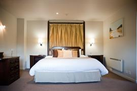 dartmouth-hotel-golf-and-spa-bedrooms-04-83978