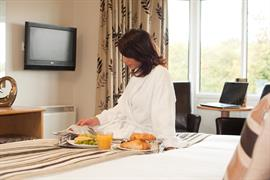 dartmouth-hotel-golf-and-spa-bedrooms-05-83978