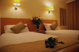 the-queens-hotel-bedrooms-04-83538