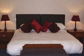 the-queens-hotel-bedrooms-01-83538