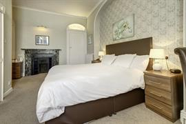 royal-chase-hotel-bedrooms-06-83064