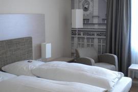 95294_005_Guestroom