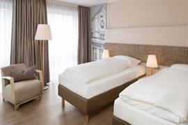 95294_006_Guestroom