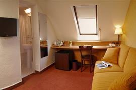 93570_006_Guestroom