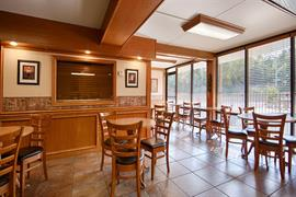 37087_007_Restaurant