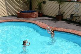 90562_002_Pool