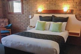 90562_007_Guestroom