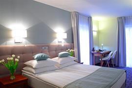 81022_006_Guestroom