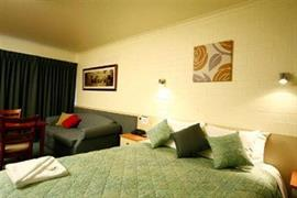 90897_006_Guestroom