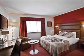 west-grange-hotel-bedrooms-04-83868