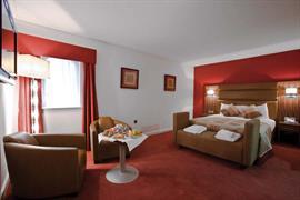 west-grange-hotel-bedrooms-06-83868