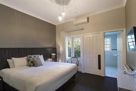 97444_006_Guestroom