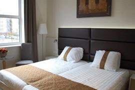 92731_005_Guestroom