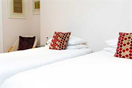 abbey-hotel-bedrooms-05-84259