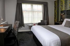 allerton-court-hotel-bedrooms-01-84213