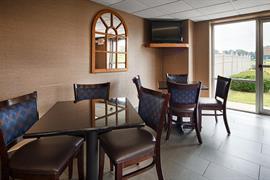 36137_007_Restaurant