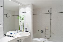 95276_006_Guestroom