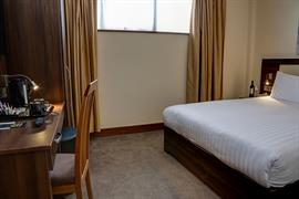 airlink-hotel-london-heathrow-bedrooms-02-84210
