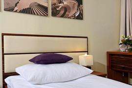 81028_002_Guestroom