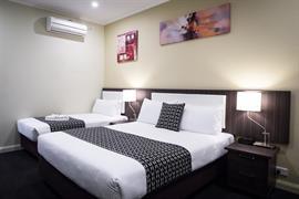 97388_007_Guestroom
