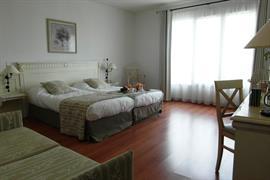 93742_002_Guestroom