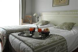 93742_003_Guestroom